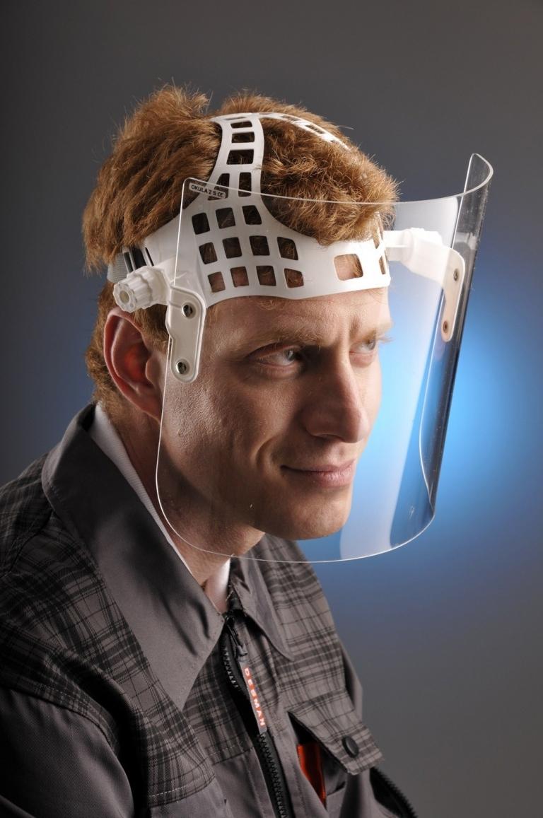 Protejeaza-ti privirea: ghid de purtare al echipamentelor de protectia ochilor