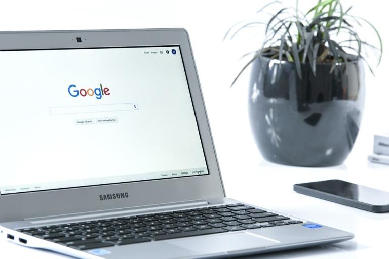 Noile laptopuri Samsung vor putea incarca telefoanele prin touchpad
