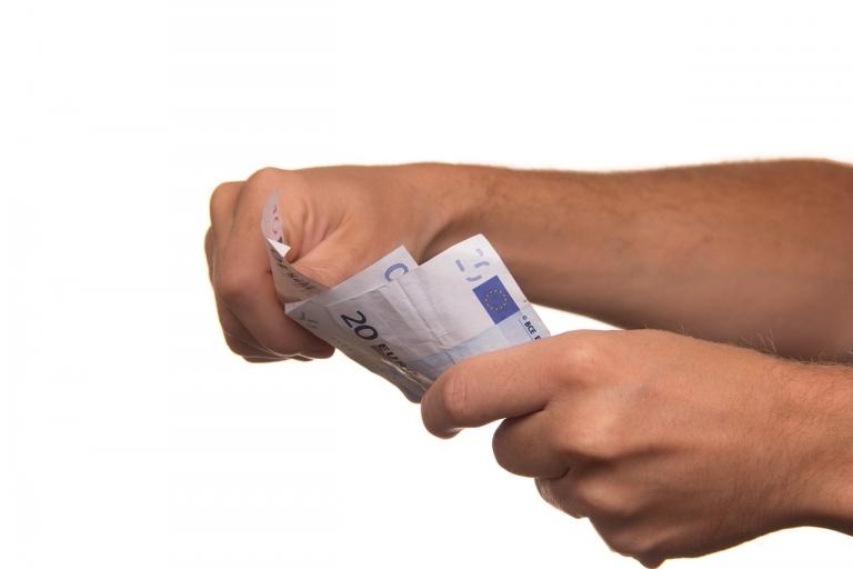 Ghidul creditelor nebancare. De ce trebuie sa tii cont cand accesezi un astfel de credit?