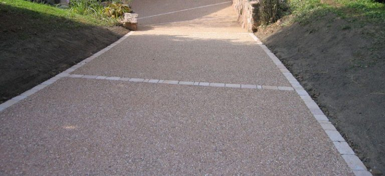 Din ce material iti poti construi aleile sau parcarea din curte?